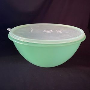 Tupperware Wondalier Mixing Bowl #237 Lid# 230